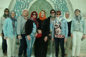 De dames in de moskee in Abu Dhabi