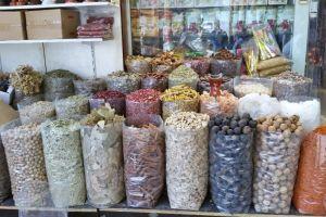 Kruiden te koop op de kruidensouk