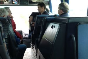 Kees met ons mee in de bus.