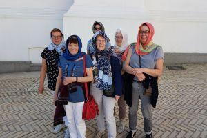 Een sjaal voor de dames voor bezoek Lavra
